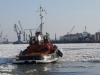 Schlepper im Eis der Elbe Hafen Hamburg