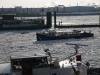 Hafen Hamburg Barkasse fährt durch Eisfeld