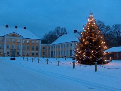 Schloss Wotersen im Winter am Abend mit Schnee