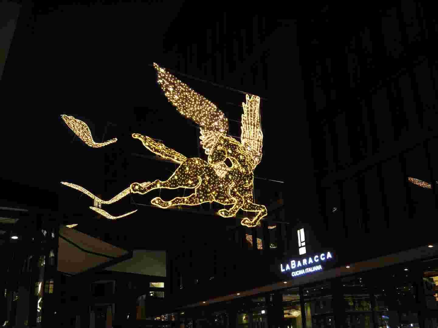 Hamburg Weihnachtsmarkt Engel Hafencity 2011