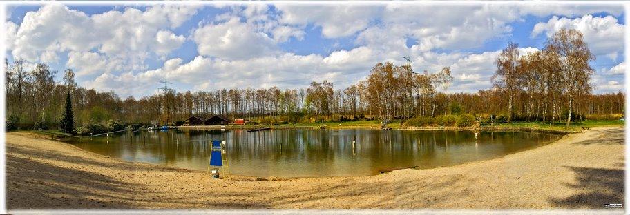 Das Naturbad Waldbad in Hamburg Volksdorf im Frühjahr