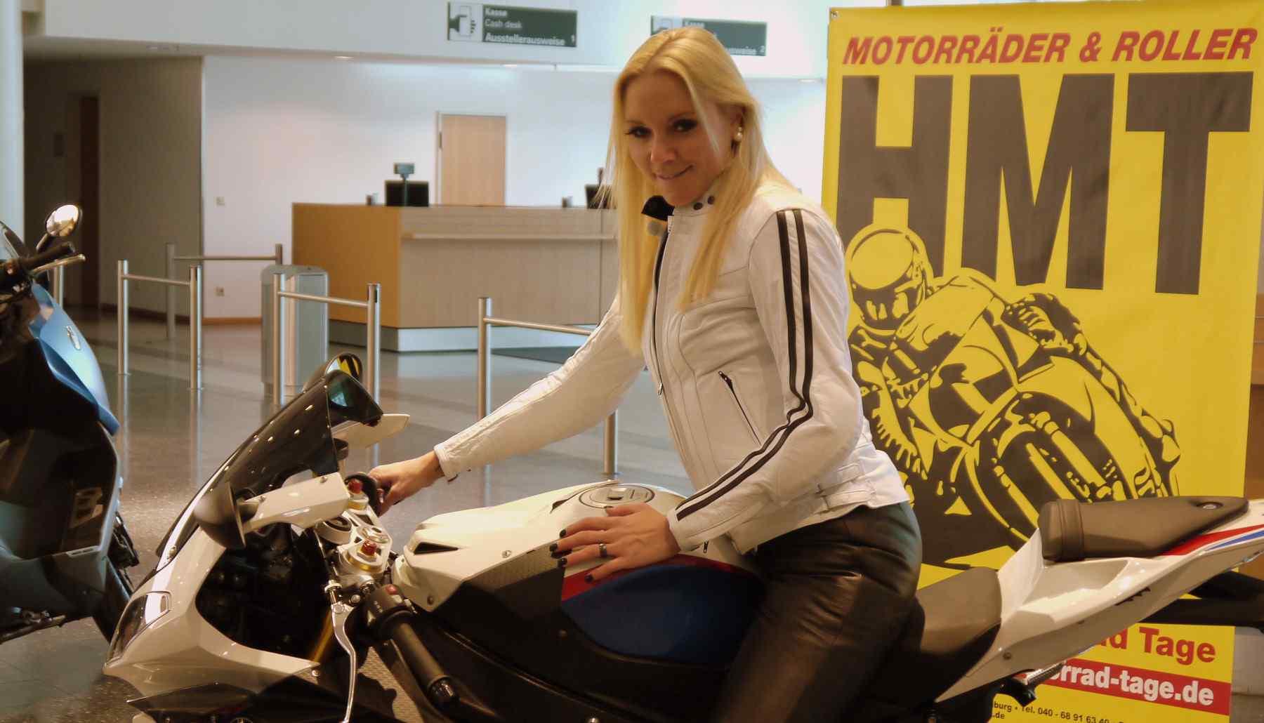 Hamburger Motorrad Tage Hamburg 2012 - Frau auf Motorrad