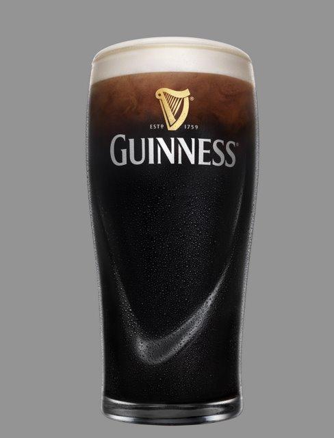 Ein gefülltes Guinness Glas