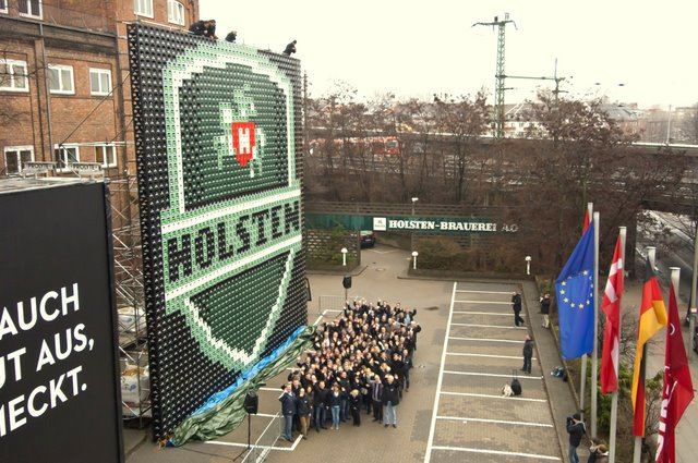 Holsten_XXL-Logo Hamburg 2012 auf dem Parkplatz