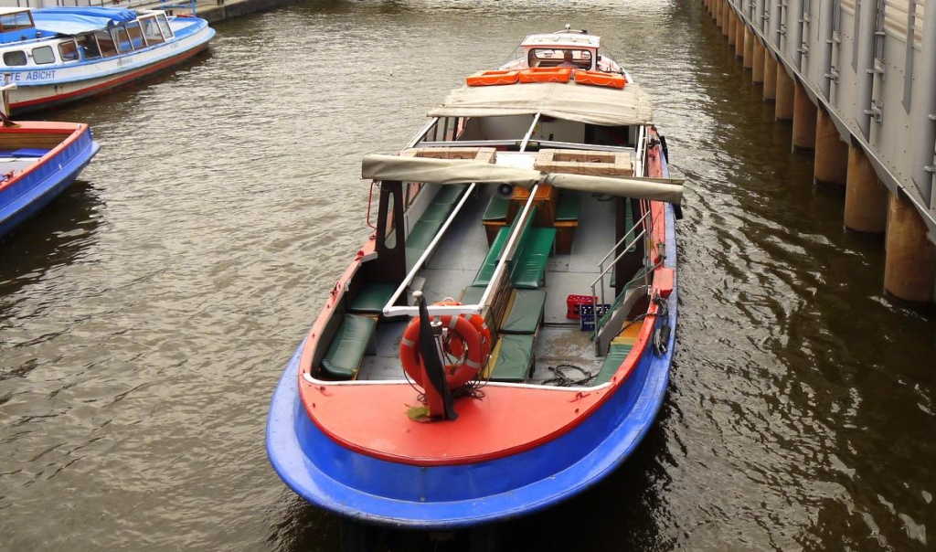 Barkasse auf der Elbe