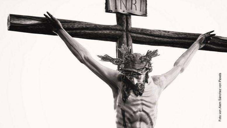 schwarzweiß Foto Jesus am Kreuz