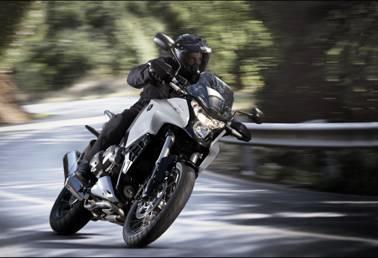 Ab geht es in den Frühling mit Honda V4 mit Offroad-Charakter (c) Honda Deutschland