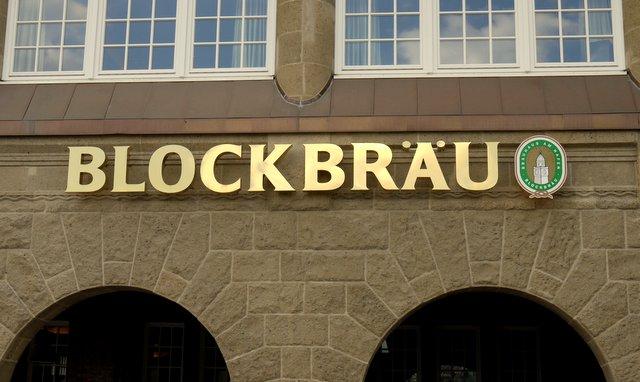 BLOCKBRÄU an den Landungsbrücken Hamburg © ganz-hamburg.de
