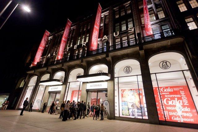 Gala Shopping Night 2011 im Alsterhaus Hamburg © Tobias Oechler