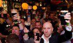Ein Toast mit Guinness am Arthur's Day (c) Brauerei