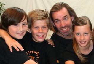 Ulrich Allrogen mit Juniors Foto: Stagecoach Schule Hamburg