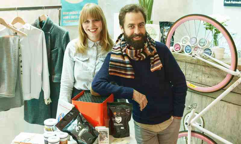 Die Zweimeilenladenmacher: Nicole Beholz und Wolfgang Wopperer Foto: Zweimeilenladen