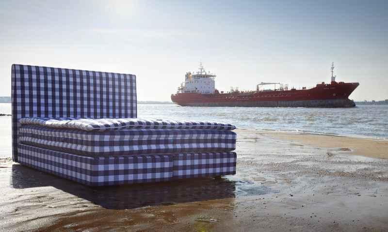 zum tag des schlafes das bett am elbstrand ist zur ck. Black Bedroom Furniture Sets. Home Design Ideas