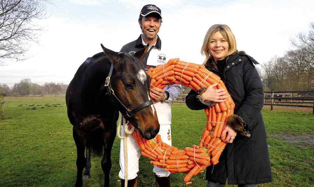 Thomas Winter, Tina Ingwersen-Matthiesen mit Champagne LANSON Foto: Loerke