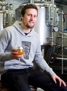 Ratsherrn Braumeister Ian Pyle in der neuen Micro Brewery © H. Angerer