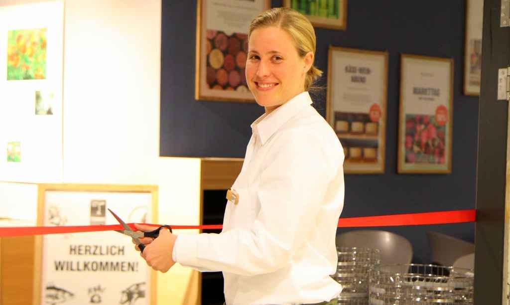 Nora Peters eröffnet den TEMMA MARKT in Hamburg Blankenese © REWE
