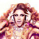 Dragqueen Nicki Dynamite kommt
