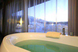 Badewanne mit Ausblick im Ritzenhof © Hotel