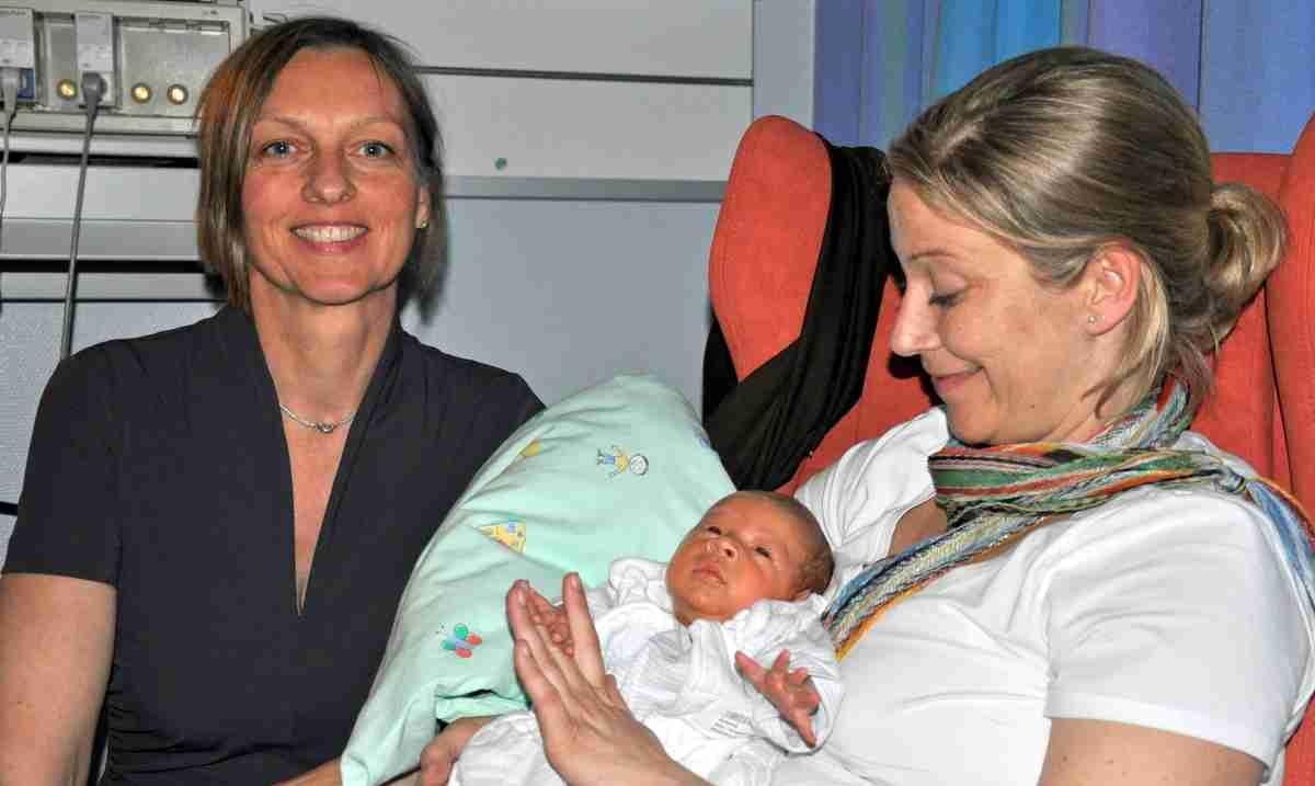 Karen Brack mit Mutter Michelle Eibner mit Philipp Luca Foto: Lions Club HH-Rosengarten
