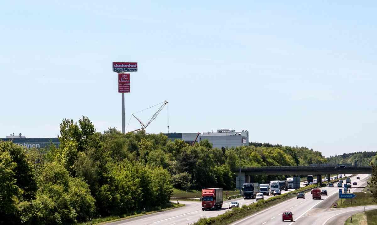 Der Werbeturm von dodenhof Kaltenkirchen Foto: dodenhof