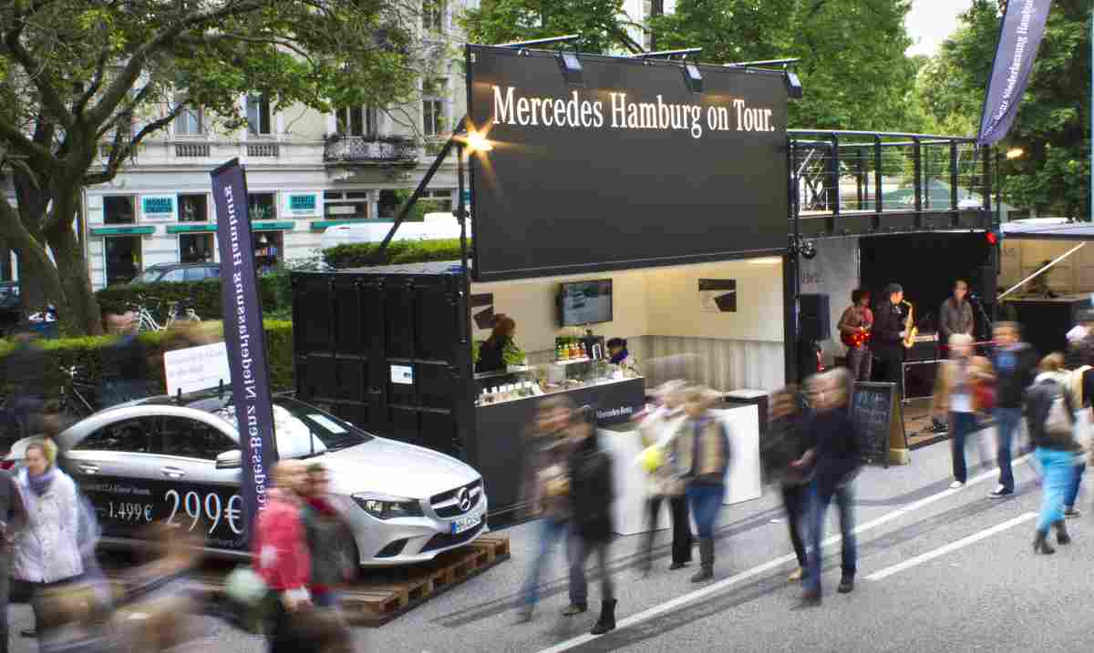 der mercedes pop up store bringt leben auf hamburger stra enfeste. Black Bedroom Furniture Sets. Home Design Ideas