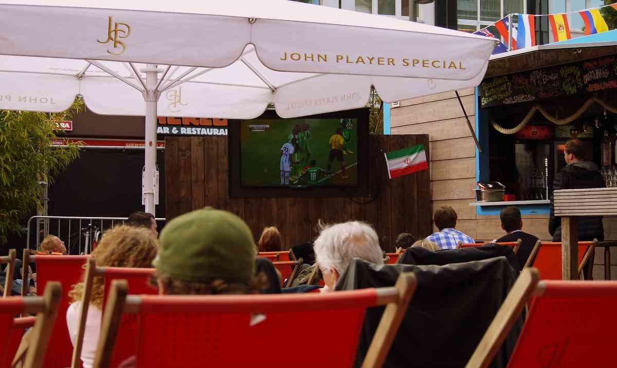 Public Viewing auf dem Spielbudenplatz Foto: ganz-hamburg.de