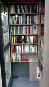 Bücherzelle Tonndorf von innen