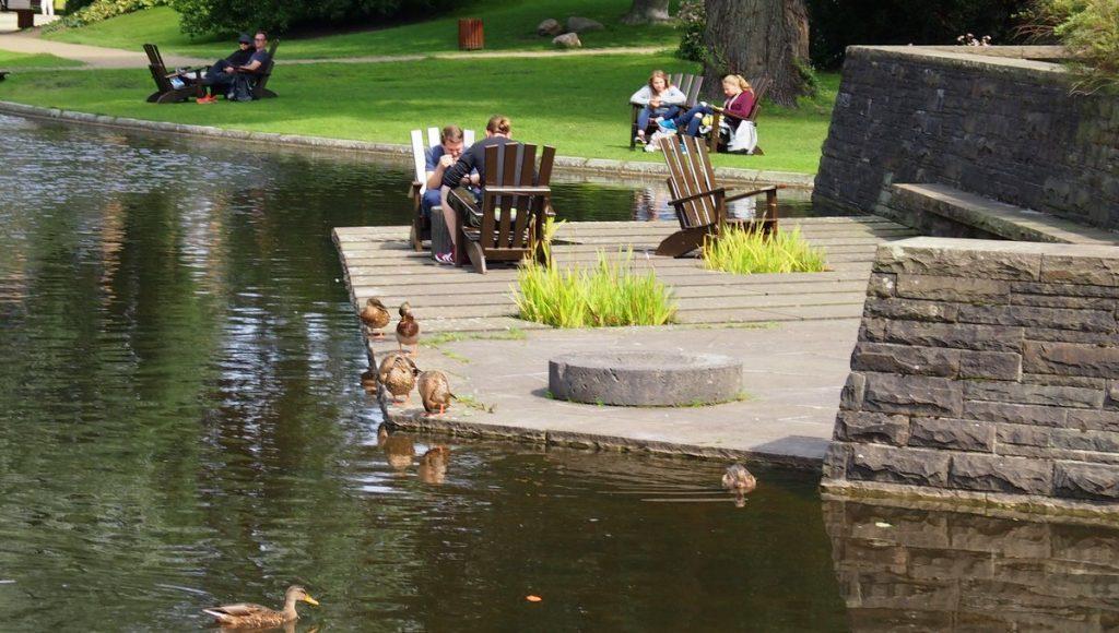 Impressionen aus dem planten un blomen Park in Hamburg - Relaxen am See
