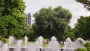 Impressionen aus dem planten un blomen Park in Hamburg Blick auf das Radisson Hotel