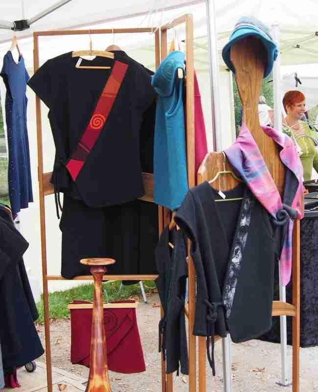 Mode auf dem Kunsthandwerker Markt