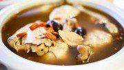 Hühnersuppe mit Goji-Beeren und Ginseng