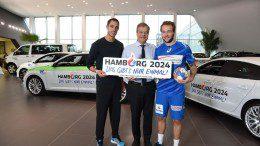 Auto Wichert ist Feuer und Flamme_Bernd Glathe und Sebastian Bayer Leichtathlet und Kevin Schmidt HSv Handballer