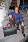 Jean Alesi mit Montegrappa Reisegepäck