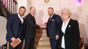 Gebrüder Kostiuk, Bürgermeister Olaf Scholz und Dr. Ingfrid Nünmann-Seidewinkel (c) Stephan Wallocha