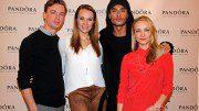 1. PANDORA Men'S Day in Hamburg v.l. Schauspieler Dominik Bliefert, Musicaldarstellerin Anna Hofbauer, Model Tony Mahfud u. Schauspielerin Janin Reinhardt