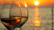 Wein bei Sonnenuntergang