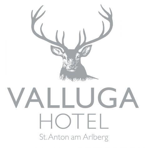 Die Kaminecke im VALLUGA Hotel St. Anton