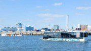 HafenCity RiverBus auf der Elbe