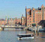 HafenCity RiverBus in der Speicherstadt