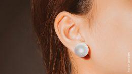 Frauenohr mit Perlenohring