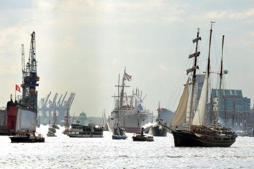 Der Hafengeburtstag in Hamburg Schiffsparade
