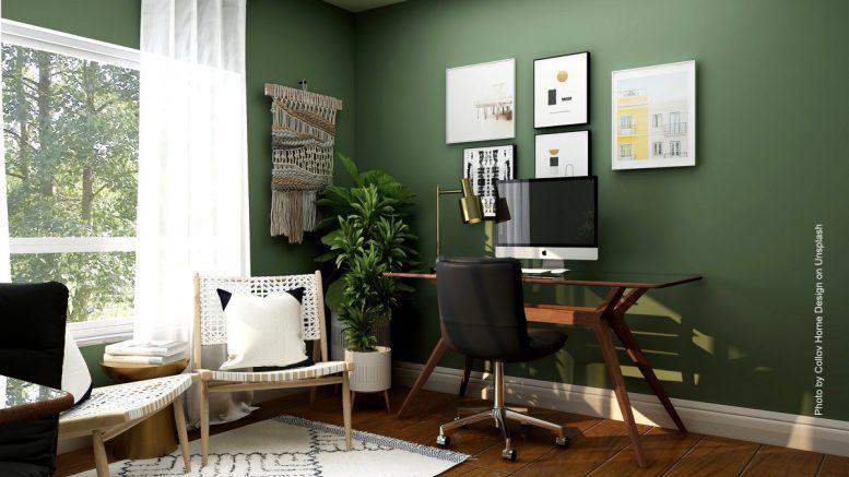 Homme Office mit Apple Computer
