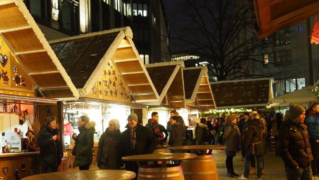 Gänsemarkt Weihnachtsmarkt Hamburg am Abend