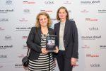 """Die Gewinner des PR-Bild des Jahres: Vanessa Jung, Leiterin Unternehmenskommunikation MEWA, und Bonni Narjes, Agentur """"Medien Contor"""""""