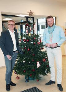 v.l.n.r. Geschäftsführer von Hände für Kinder Steffen Schumann zusammen mit Ingmar Brandes (GF TimTanne) vor der TimTanne (c) Lauth Communicates GmbH