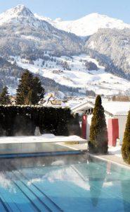 Der Außenpool im Impuls Hotel Tirol