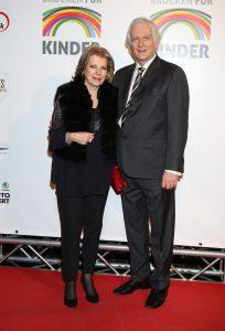 Eva- Maria Greve mit Ehemann. Bruecken für Kinder Gala in der Fischauktionshalle Hamburg am 22.02.2017