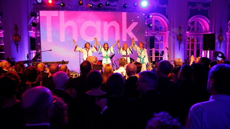 ABBA Cover Band beim 20. Blauen Ball in Hamburg (c) Andreas Bonné