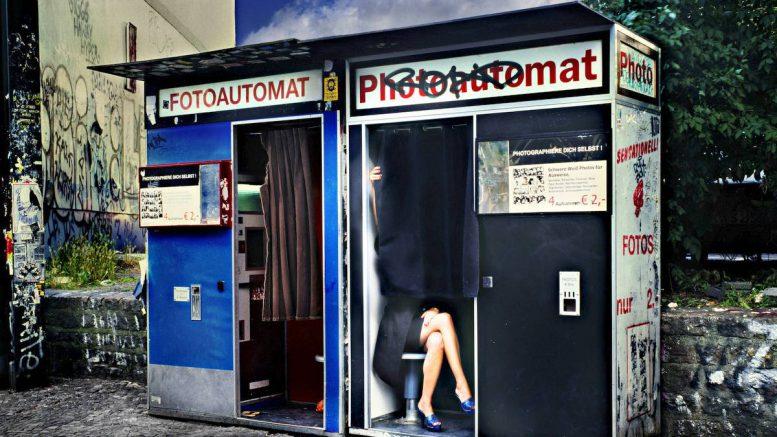 David Drebin - Legs in Berlin