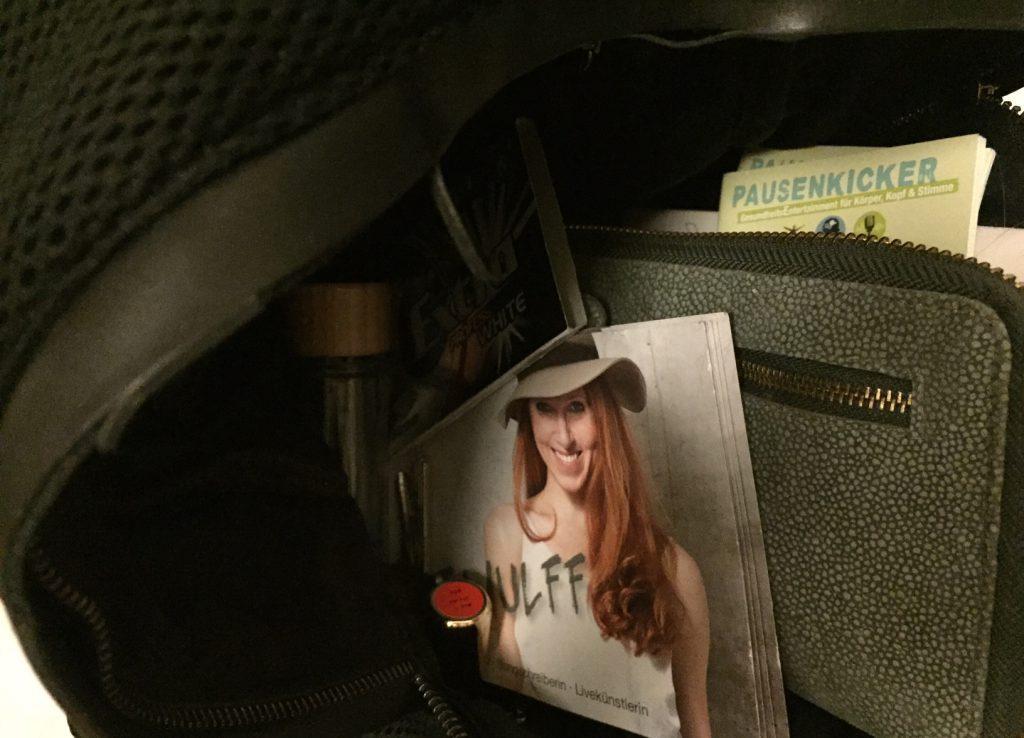 Inhalt Rucksack der Sängerin Katt Wulff